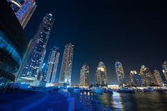 迪拜,阿拉伯联合酋长国- 12月4日:地平线视图迪拜小游艇船坞显示 免版税库存图片