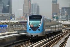 迪拜,阿拉伯联合酋长国- 2016年5月12日:地铁火车在迪拜 免版税图库摄影