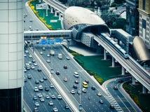 迪拜,阿拉伯联合酋长国- 2015年12月08日:扎耶德回教族长高速公路路鸟瞰图在迪拜 免版税库存图片