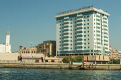 迪拜,阿拉伯联合酋长国- 2016年11月10日:旅馆St 老城市的Deira迪拜乔治 免版税图库摄影