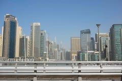 迪拜,阿拉伯联合酋长国- 1月2018 22日:现代大厦在迪拜小游艇船坞,迪拜,阿拉伯联合酋长国 库存图片