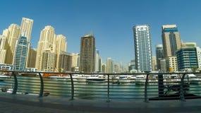 迪拜,阿拉伯联合酋长国- 1月2018 22日:现代大厦在迪拜小游艇船坞,迪拜,阿拉伯联合酋长国 图库摄影
