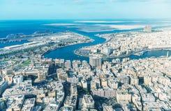 迪拜,阿拉伯联合酋长国- 2016年12月10日:老城市地平线鸟瞰图  库存照片