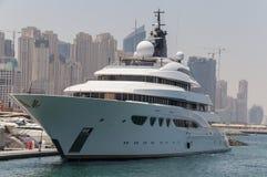 迪拜,阿拉伯联合酋长国- 2016年5月15日:豪华游艇 免版税库存照片