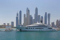 迪拜,阿拉伯联合酋长国- 2016年5月15日:豪华游艇 库存图片