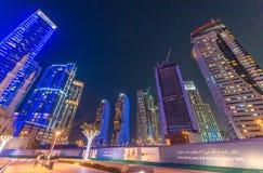 迪拜,阿拉伯联合酋长国- 2015年10月9日:迪拜小游艇船坞夜地平线 ci 库存照片