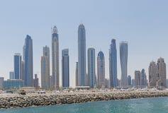迪拜,阿拉伯联合酋长国- 2016年5月15日:迪拜小游艇船坞都市风景  库存照片