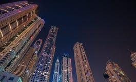 迪拜,阿拉伯联合酋长国- 12月4日:迪拜小游艇船坞陈列地平线视图  库存照片