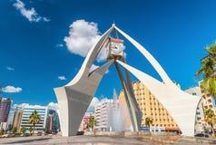 迪拜,阿拉伯联合酋长国- 2016年12月11日:钟楼环形交通枢纽在Deira, 免版税库存图片