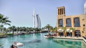 迪拜,阿拉伯联合酋长国- 2013年5月31日:Burj El阿拉伯旅馆,如被看见从Jumeirah海滩旅馆 库存照片