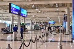 迪拜,阿拉伯联合酋长国- 4月10日 2018年 第二个终端内部在机场 库存图片
