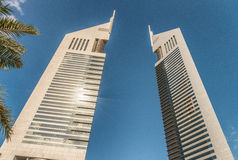 迪拜,阿拉伯联合酋长国- 2016年12月10日-酋长管辖区姊妹楼,迪拜, de 免版税库存图片