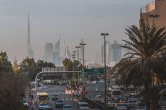 迪拜,阿拉伯联合酋长国- 2017年1月189, :与Burj Khaleefa的迪拜地平线在天际,阿联酋的高楼,中间 库存照片