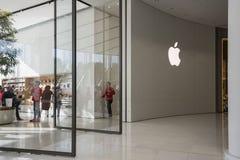 迪拜,阿拉伯联合酋长国- 1月06,2018 :迪拜购物中心的苹果计算机商店在U 免版税库存照片