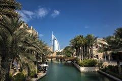 迪拜,阿拉伯联合酋长国- 1月05,2018 :Madinat Jumei的全景 免版税图库摄影