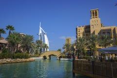 迪拜,阿拉伯联合酋长国- 1月05,2018 :Madinat Jumei的全景 库存照片