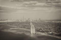 迪拜,阿拉伯联合酋长国- DECEMEBER 10日2016年:Burj Al阿拉伯鸟瞰图 迪拜 库存图片