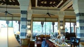 迪拜,阿联酋,阿拉伯联合酋长国- 2017年11月20日:旅馆Jumeirah Al Qasr Madinat,一个美妙的休息室的内部 股票录像