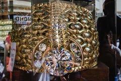 迪拜,阿联酋- 2016年12月7日:在世界的最大的金戒指在Deira金子Souk 它称差不多64公斤 免版税库存照片
