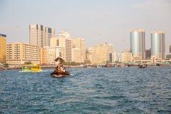 迪拜, UAE-JANUARY 18 :传统Abra运送2 1月18日, 免版税图库摄影