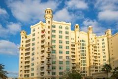 迪拜, UAE-JANUARY 15 :摩天大楼在1月的市中心 免版税库存照片