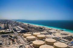 迪拜 在2016年的夏天 阿拉伯海湾的岸的现代淡化装置 免版税库存图片
