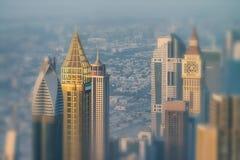 迪拜- 2016年12月4日:街市迪拜的鸟瞰图sunse的 库存照片