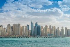 迪拜- 2016年12月:小游艇船坞大厦在一个晴天 迪拜在 免版税图库摄影