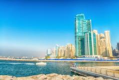 迪拜- 2016年12月:小游艇船坞大厦在一个晴天 迪拜在 图库摄影