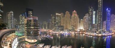迪拜- 2016年12月5日:迪拜在人为c的小游艇船坞地平线 库存照片