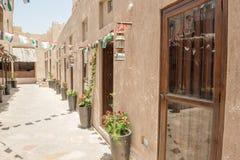 迪拜- 2016年5月05日:Deira地区街道在一个晴天 迪拜年年吸引15百万个访客 库存照片