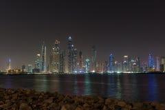 迪拜从棕榈滩看见的媒介城市 库存图片