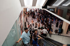 迪拜购物中心的自动扶梯 免版税库存图片