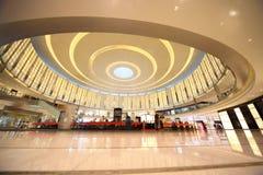 迪拜购物中心顾客 库存图片