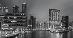 迪拜-黄昏的小游艇船坞 库存图片