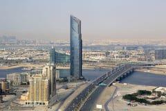 迪拜D1塔企业海湾桥梁鸟瞰图摄影 库存照片