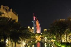 迪拜jumeirah madinat晚上 库存图片