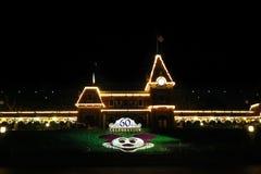 迪斯尼乐园入口在第60次庆祝时在晚上 库存照片