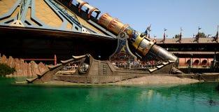 迪斯尼乐园入口舡鱼潜水艇 免版税库存照片