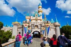 迪斯尼乐园桃红色城堡 免版税库存图片