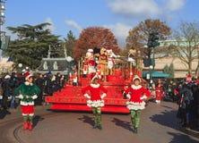 迪斯尼乐园-在圣诞节时间的游行展示 免版税图库摄影