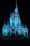 迪斯尼灰姑娘城堡在晚上 库存图片