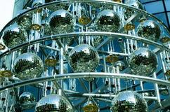 迪斯科与镜子球的球背景 免版税库存图片