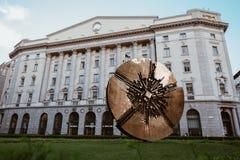 迪斯科雕塑阿纳尔多Pomodoro 免版税图库摄影
