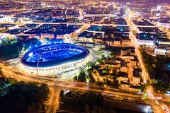 迪纳摩体育场发光明亮在晚上 公开事件举行在体育场 免版税库存图片
