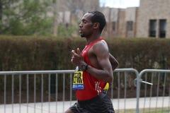 迪诺Sefir埃塞俄比亚在进来第8的波士顿马拉松赛跑与2:14的时期:26 2017年4月17日 库存照片