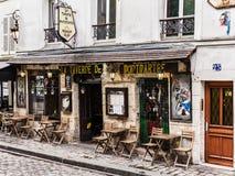 迷人的咖啡馆La Taverne在蒙马特小山的de蒙马特 巴黎 库存图片