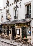 迷人的咖啡馆La Taverne在蒙马特小山的de蒙马特 巴黎 免版税图库摄影
