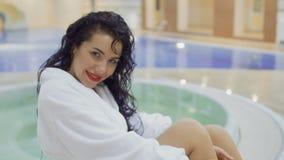 迷人的女孩享用放松在游泳池附近 影视素材