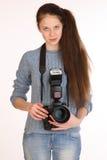 迷人的女孩摄影师 免版税库存图片